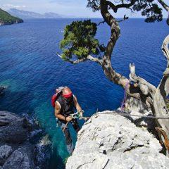 Selvaggio blu, trekking a picco sul mare