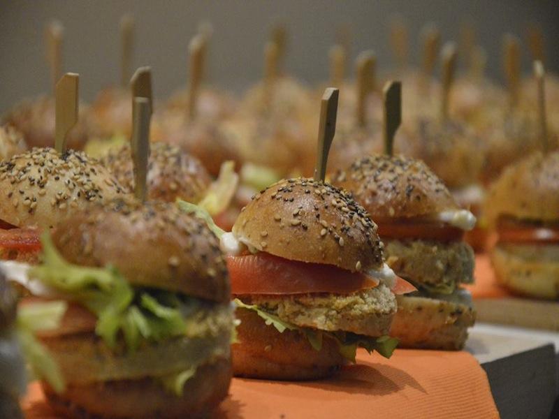 Panini con burger di ceci e maionese vegana