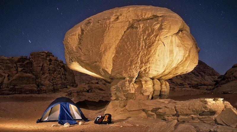 La coppia che scala montagne e disegna itinerari